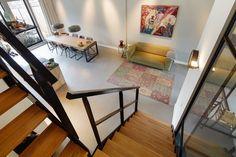 mooie vloeren in stadsvilla te Breda Lofts, Bungalow, Corner Desk, Projects, Furniture, Kitchen Designs, Apartments, Home Decor, Modern