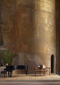 Ricardo Bofill restaura fábrica de cemento y la convierte en su casa.   Maravillosa transformación (MR)