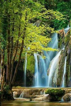 La Cascade des Tufs, by Lars van de Goor. Image Nature, Nature Images, Nature Pictures, Cool Pictures, Cool Photos, Beautiful Pictures, Beautiful Waterfalls, Beautiful Landscapes, Beautiful World