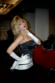 @Sexy Hair #pinup #MarylinMonroe #beauty #hair #hairdresser #hairstylist #updos #recogidos #hairShow