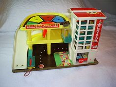 vintage 70's fisher price car parking garage toy w/ elevator ramps fun colors !!