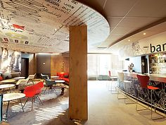 At the heart of Gentilly, the Hotel ibis Paris Porte d'Italie is ideal for sporting trips.