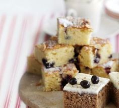 Blackcurrant Bakewell recipe, simple fruity traybake is ready in 45 minutes. Bakewell Tart, Bakewell Traybake, Tray Bake Recipes, Baking Recipes, Cake Recipes, Sweet Recipes, Vegan Mug Cakes, Roasting Tins, Recipes