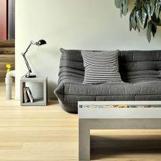 Table basse en béton au design minimaliste de style brutaliste
