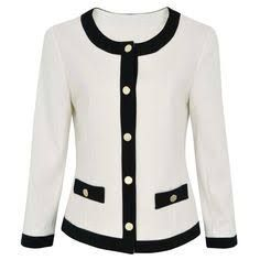 Resultado de imagen para blazer feminino acinturado Suits For Women, Jackets For Women, Mode Chanel, Chanel Jacket, New Years Eve Outfits, Work Tops, Business Outfits, Elegant Outfit, Vintage Outfits