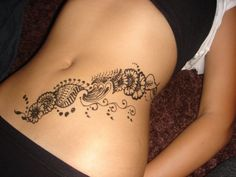 Not only on hands & legs, women now also grace their belly with henna. Getting belly henna designs while pregnant is believed to carry some good luck. Here are 10 beautiful henna designs you can try. Sexy Stomach Tattoos, Lower Belly Tattoos, Sexy Tattoos, Body Art Tattoos, Finger Tattoos, Sleeve Tattoos, Lower Stomach Tattoos For Women, Tatoos, Mehndi Designs