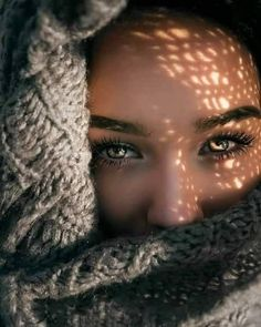 Light and shadow portrait photography women model portrait inspiration photography - Shadow Photography, Creative Portrait Photography, Photography Poses Women, Tumblr Photography, Creative Portraits, Photography Tips, Outdoor Photography, Photography Backdrops, Photography Outfits