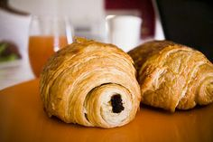 super easy, unbelievably delicious chocolate croissants