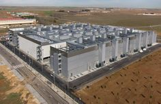 Ocho campos de fútbol. El nuevo 'Alcalá Data Center' de Telefónica tiene23 salas de Tecnologías de la Información TI. Superficie equivalente a 8 campos de fútbol.