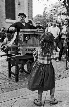 200016_paris_orgue_de_barbarie_place_de_menilmontant.jpg