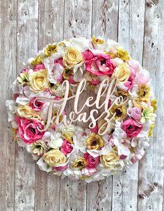 #doordecor #wreath #doorwreath #ajtódísz #spring #springdecor #flowerdecor #flowerwreath #flower #rose #springwreath #hello #tavasz #hellospring Hello Spring, Door Wreaths, Flower Decorations, Floral Wreath, Easter, Bird, Ornaments, Rose, Flowers
