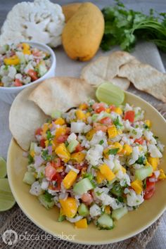 Delicioso, fácil y saludable ceviche tropical de coliflor con mango y coco. Una versión vegetariana del ceviche pero con muchísimo sabor y muy refrescante.
