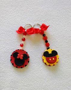 Cute Polymer Clay, Diy Clay, Minnie Y Mickey Mouse, Cute Keychain, Mini Mouse, Diy Hair Accessories, Air Dry Clay, Disney Crafts, Clay Charms