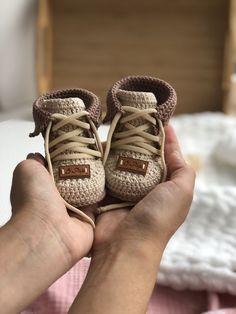 Crochet Shoes, Love Crochet, Crochet Gifts, Crochet Baby, Crochet Patterns For Beginners, Easy Crochet Patterns, Baby Patterns, Crochet Stitches, Knitting Patterns