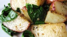 These are roasted potatoes at their best - plain and simple. Red potatoes are tossed with olive oil, and salt and pepper, and then roasted to perfection. Potato And Asparagus Recipe, Asparagus Dishes, Red Potato Recipes, Oven Roasted Red Potatoes, Potatoes In Oven, Baked Potatoes, Potato Side Dishes, Greens Recipe, Food Dishes
