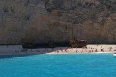 O Navio Panagiotis naufragou em uma tempestade ao fugir da marinha grega