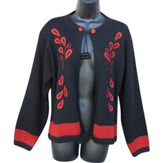 Women's, so soft, alpaca sweater, in a size extra large, unworn dramatic black and red. Mint, unworn condition. This is a gorgeous 100% Alpaca