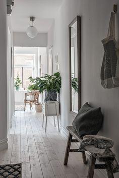 Een fijne mix van materialen in een stijlvol, Zweeds appartement - Roomed