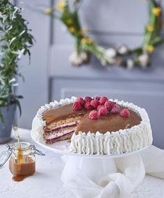Perinteinen kinuskikakku on juhlapöydän ehdoton klassikko! Finnish Recipes, Sweet Pastries, Piece Of Cakes, Sweet Cakes, Yummy Cakes, No Bake Cake, Baking Recipes, Cake Decorating, Sweet Tooth