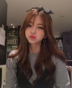 Ulzzang 🌼 uploaded by psae on We Heart It Pretty Korean Girls, Cute Korean Girl, Pretty Asian, Cute Asian Girls, Cute Girls, Korean Beauty, Asian Beauty, Moda Ulzzang, Black Pink ジス