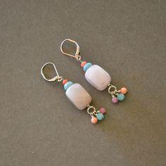 """Boucles fantaisies femme quartz roses, agates et jades sur dormeuses argentées : Modèle """"Léona"""" : Boucles d'oreille par kanakeis Homemade Jewelry, Diy Jewelry, Beaded Jewelry, Jewelry Accessories, Jewelry Design, Jewelry Making, Bead Earrings, Polymer Clay Earrings, Jewellery Sketches"""