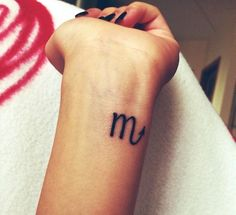 Scorpio Sign Tattoo. Love this I would get it tiny on ny foot and once I have a damily line all our signs along my foot ♡