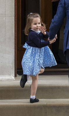 Princess Charlotte comes to meat her new Baby Prince in the Hospital! Prince William Family, Prince William And Kate, William Kate, Baby Prince, Prince And Princess, Princess Kate, Duke And Duchess, Duchess Of Cambridge, Kate Middleton