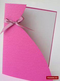Открытку в виде пышного платья можно подарить подружке, невесте и даже будущей мамочке.