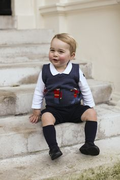 Christmas photographs of Prince George sitting on the Kensington Palace steps, released by his proud parents William and Kate.�November 2014 via @stylelist