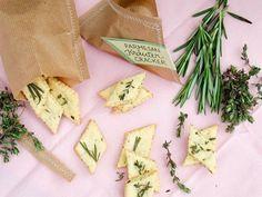 Kleine Geschenke, große Freude: Selbst gemachte Parmesan Kräuter Cracker - Vorwerk Thermomix