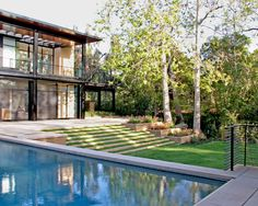 Wonderful Contemporary Approach Applied to Modern House : Modern Landscape With Swmming Pool Brentwood Residence Exterior