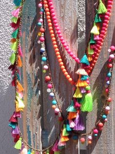 Boho Beads in gorg bright colors. Beaded Tassel Necklace, Beaded Jewelry, Collar Diy, Collar Hippie, Gypsy Jewelry, Boho Diy, Fabric Jewelry, Bead Art, Yarn Crafts