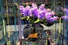 #Vaso in vetro trasparente con #lillà.