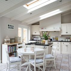 Cream country kitchen diner Ideal home mag Cream Country Kitchen, Long Narrow Kitchen, Kitchen Diner Extension, Diner Kitchen, Cocinas Kitchen, Kitchen Gallery, Kitchen Pictures, Kitchen Ideas, Cozy House