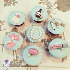 Vintage bachelorette cupcakes!! #cupcakes #bacheloretteparty #girlsnightout #vintage #customisedcupcakes #atyummy #pearls #beer #budweiser #lipgloss #purse #bikini #roses #cigarettes #weddinggown #bride #bridesmaids #bridetobe