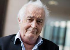 Der schwedische Autor Henning Mankell ist tot. Er erlag im Alter von 67 Jahren einer Krebserkrankung, wie der Hanser Verlag mitteilte.