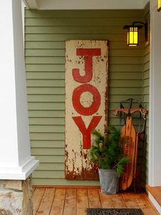 HOW TO MAKE A HAND-PAINTED VINTAGE SIGN  For the holidays or anytime, use an old board or a cabinet door to post your favorite message.