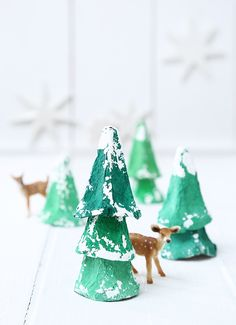 Fir trees made of painted egg carton tips - - Christmas Crafts For Kids, Rustic Christmas, Winter Christmas, Christmas Time, Christmas Decorations, Xmas, Christmas Ornaments, Winter Diy, Merry Christmas