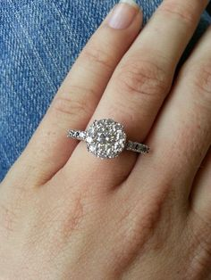 This is my custom made engagement ring, designed by my W.... eat your heart out people ;)