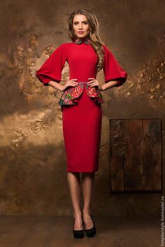 Купить или заказать Платье футляр в Русском стиле в интернет-магазине на Ярмарке Мастеров. Платье футляр в Русском стиле. Плотная костюмная ткань из Италии. 80% вискоза и 20% хлопок. Отделка шерстяной платок. По спинке потайная молния. Платье свободной посадки. Рукав 3-4 фонарик. Длина юбки 65 см. Рукав реглан. Манжет с пуговкой) Баска и воротник с отделкой из платка полностью дублированы и проклеены. Гарантия качества. Внизу юбки сзади - шлица. Размеры в наличии XS(42). S(44). M(46).