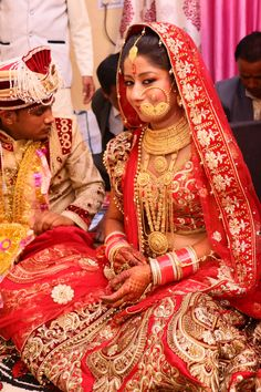 Indian Jewellery Design, Gold Jewellery, Indian Jewelry, Bridal Jewelry, Bridal Nose Ring, Jewelry Design Earrings, Uk Photos, Nose Rings, Bridal Outfits