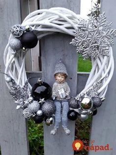 Kúpili len holý kruh z prútia za pár drobných: Keď uvidíte tie úžasné nápady, na prečačkané vence v obchode už ani nepozrite! Pink Christmas Decorations, Easy Christmas Crafts, Christmas Holidays, Christmas Ornaments, Snowflake Wreath, Diy Wreath, White Wreath, Illustration Noel, Silver Christmas