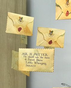 geschenke harry potter Festa Harry Potter: 70 ideias mágicas e tutoriais para fazer a sua Baby Harry Potter, Harry Potter Baby Shower, Bijoux Harry Potter, Harry Potter Motto Party, Images Harry Potter, Harry Potter Fiesta, Harry Potter Thema, Cumpleaños Harry Potter, Harry Potter Halloween Party