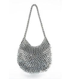 Een tas van bliklipjes. Zou het zwaar zijn? http://instant-communicatie.nl/over-ons/blik-op-blikken