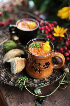 Zupa z pieczonej dyni, pomidorów i papryki - Zen w kuchni Moscow Mule Mugs, Lemonade, Tasty, Coffee, Tableware, Kitchen, Recipes, Country Fall, Picnic Table
