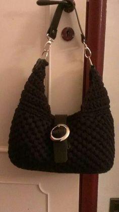Borsa all uncinetto tipo Gucci in fettuccia di lana con accessori in cuoio  artigianali. 3dce7c6e9920