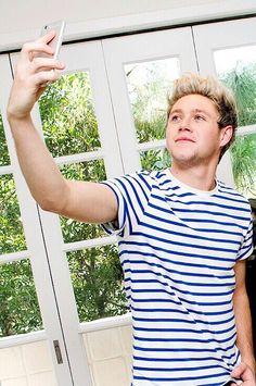 Niall selfie