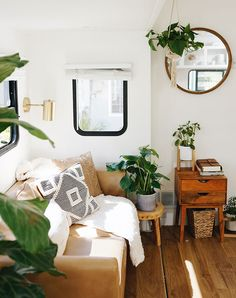 Home Tour: Inside The Bright & Air RV Home of Lexa Amstutz Small Space Living, Tiny Living, Living Room, Home Decor Trends, Home Decor Inspiration, Rv Homes, Rustic Room, Decorating Small Spaces, Small Apartments