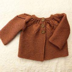 Rustbrun babyjakke med bladmønster. Sweaters, Baby, Shopping, Fashion, Moda, Fashion Styles, Infants, Fasion, Sweater