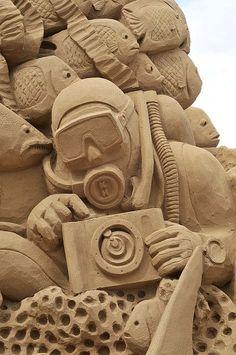 Sand art : scuba diver / photographer by davegouldie, via Flickr
